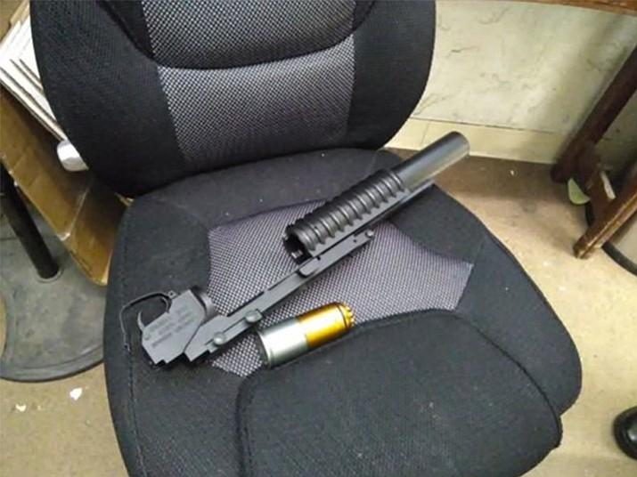 Air soft pellet gun resembling grenade launcher
